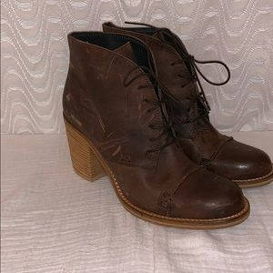 Charles David Distressed Brown Boots Sz 9